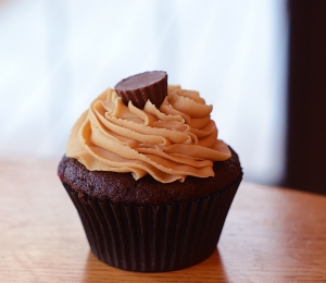 Peanut Butter Chocolate Explosion Cupcakes