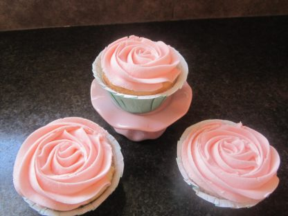 rose icing, buttercream icing