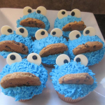 cookie monster cupcake, buttercream icing, cookie