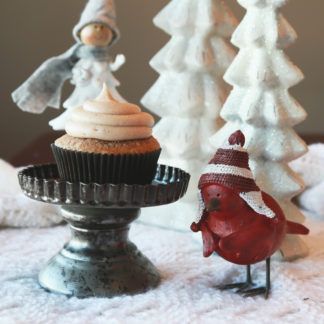 gingerbread cupcake, cinnamon cream cheese icing