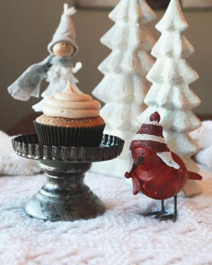 gingerbread cupcake, cinnamon cream cheese icing