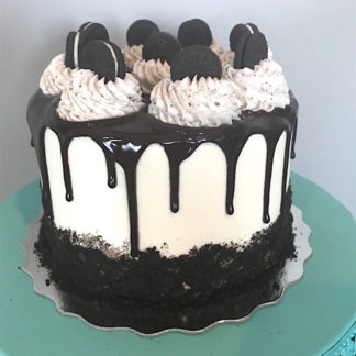 cookies and cream cake, buttercream icing, chocolate ganache, oreo, oreo crumbs