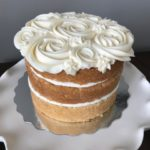 naked cake, buttercream icing design