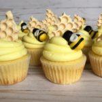 custom cupcake, bee cupcakes