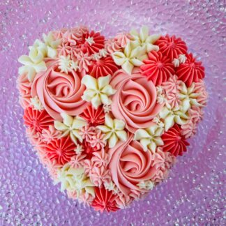 valentines heart cake, buttercream icing