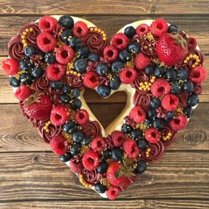 sugar cookie cake, berry